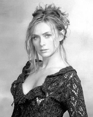 Serena Autieri nata a Napoli Il suo debutto artistico avviene nel 1991