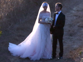 Anne Hathaway sposa in bianco