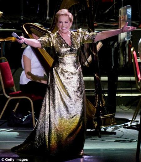 Julie Andrews in scena dopo 30 anni a Londra