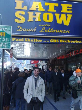 """Federico Bellone a New York davanti al celebre """"Ed Sullivan Theatre"""" che ospita il programma tv """"Late Show con David Letterman"""""""