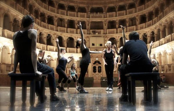 Gillian Bruce prova sul palcoscenico del Comunale di Bologna