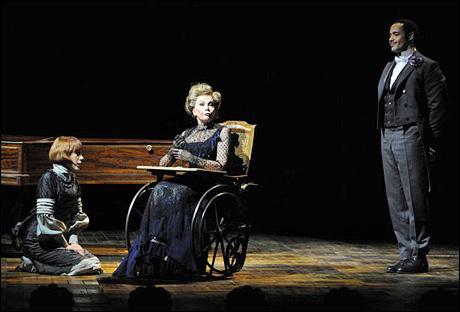Leslie Caron in una scena del musical