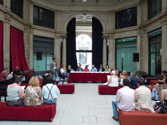 La conferenza stampa del Teatro della Luna presso la Galleria Meravigli di Milano