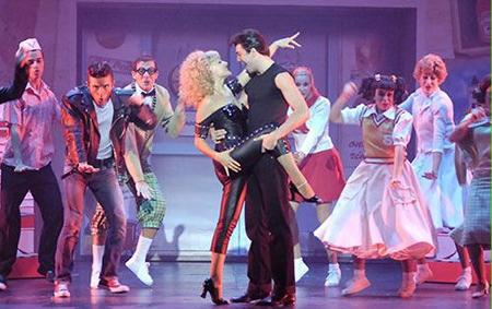 Una foto di scena della nuova versione di 'Grease' (Foto Antonio Agostini)
