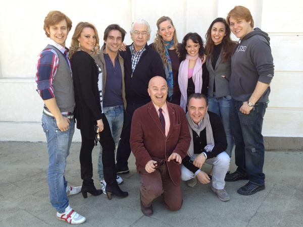 Parte del  cast con il regista Saverio Marconi
