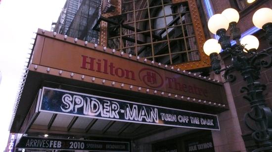 Il teatro già pubblicizza il musical (Photo by Walter McBride/Retna Ltd. - broadwayworld.com)