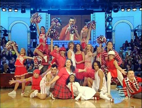 """Il cast di """"High School Musical - Lo Spettacolo"""" ad """"Amici"""""""