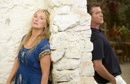 Meryl Streep e Pierce Brosnan in 'Mamma Mia' - Foto Universal Pictures
