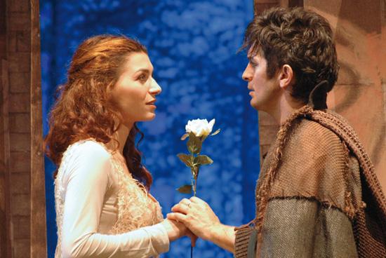 Marianna e Robin, ovvero Valeria Monetti e Manuel Frattini, in una scena del musical (Foto Lorenzo Riva)