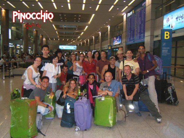 Il cast all'arrivo in areoporto a Seoul