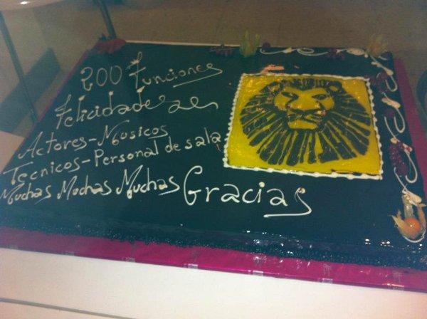 """La torta """"celebrativa"""" delle 200 repliche"""
