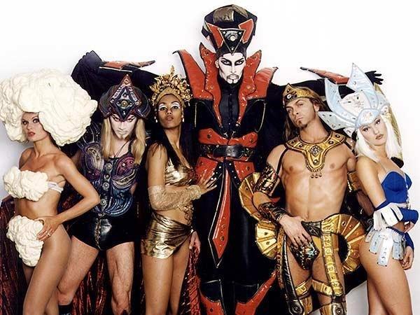 Michel Altieri a 21 anni (al centro) con il suo gruppo Trendiest Attitude