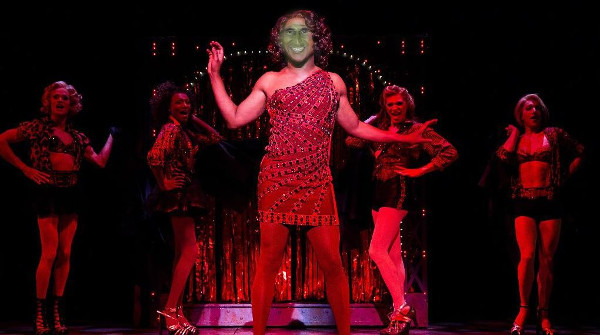 Carlo Conti sarà Lola nel musical Kinky Boots