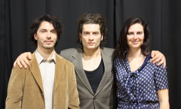 Roberto Rossetti, al centro, con due interpreti