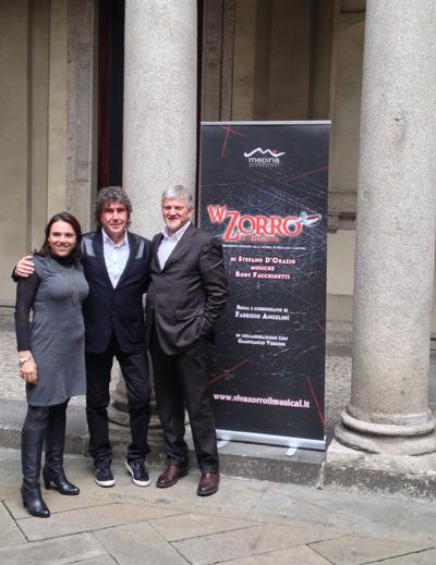 Stefano D'Orazio con i produttori del musical Barbara Rendano e Lello Abate